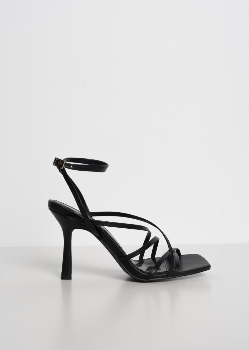 SANDALS WITH THIN STRAPS