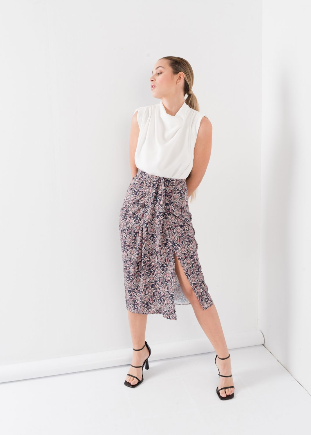 PRINTED SKIRT WITH KNOT